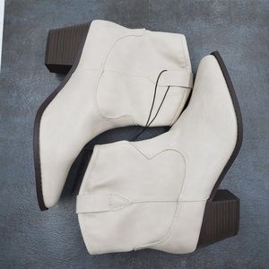 Universal Thread Vanessa Faux Leather Boots